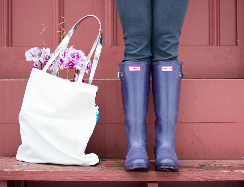 LovePlayingDressup-rain_photoshoot_orchids_hunterboots_bostonblogger_petiteblogger-13