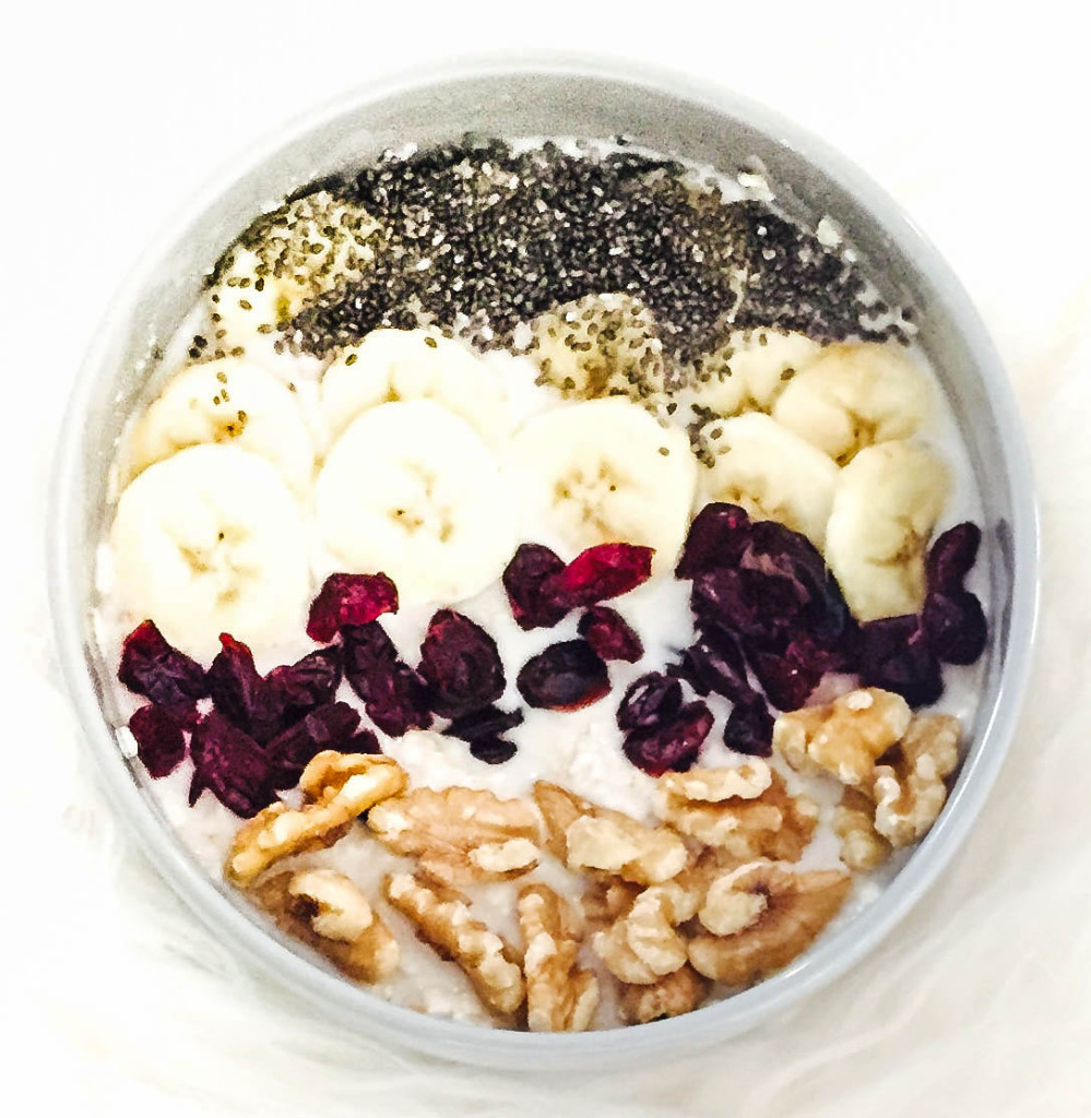 LovePlayingDressup_NehaGandhi_BestVegetarianBreakfast_BestVeganBreakfast_OatsAlmondMilkChiaSeeds_MostPinnedPhoto_KitchenDecor_SilkAlmondMilk_Recipes-1-3