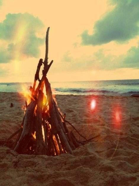 loveplayingdressup_summer_bonfire_beach