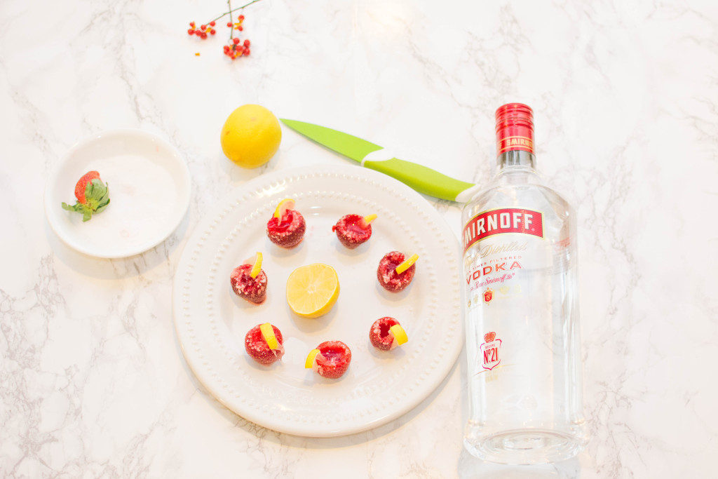 LovePlayingDressup-StrawberryJelloShots-Drinks-Recipe-Vodka-HolidayRecipe-1