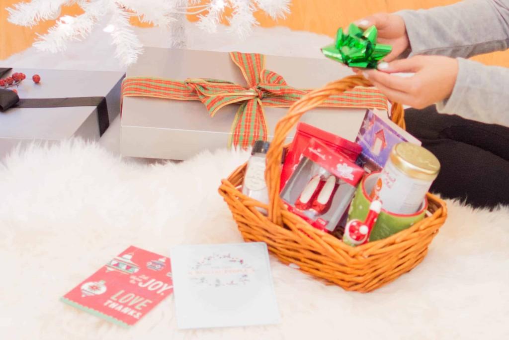 LovePlayingDressup-BestPeppermintWhiteHotChocolate-HolidayDrink-Hallmark-Cards-Blogger-HolidayInspiration-WhiteChristmasTree-NehaGandhi-10