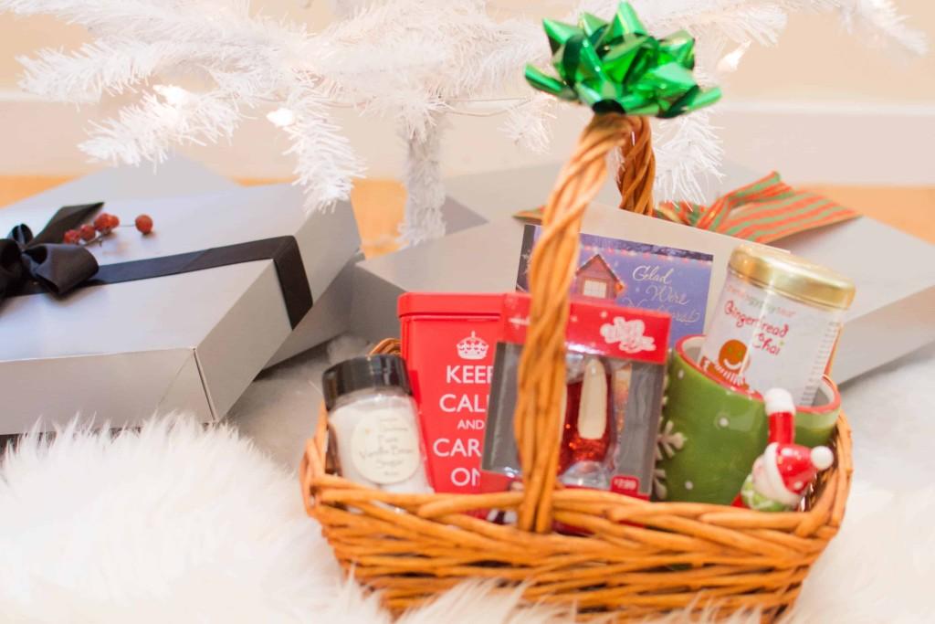 LovePlayingDressup-BestPeppermintWhiteHotChocolate-HolidayDrink-Hallmark-Cards-Blogger-HolidayInspiration-WhiteChristmasTree-NehaGandhi-11