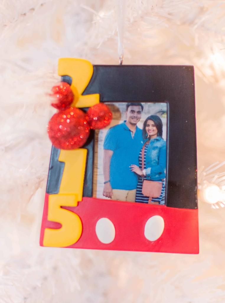 LovePlayingDressup-BestPeppermintWhiteHotChocolate-HolidayDrink-Hallmark-Cards-Blogger-HolidayInspiration-WhiteChristmasTree-NehaGandhi-14