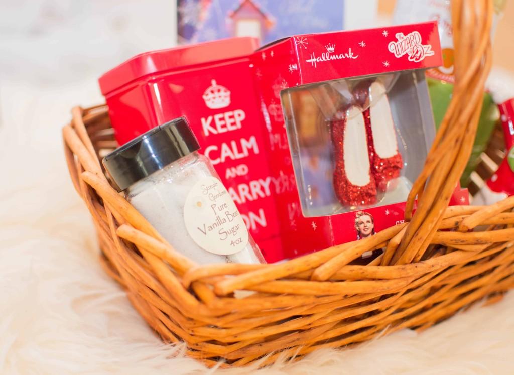 LovePlayingDressup-BestPeppermintWhiteHotChocolate-HolidayDrink-Hallmark-Cards-Blogger-HolidayInspiration-WhiteChristmasTree-NehaGandhi-4