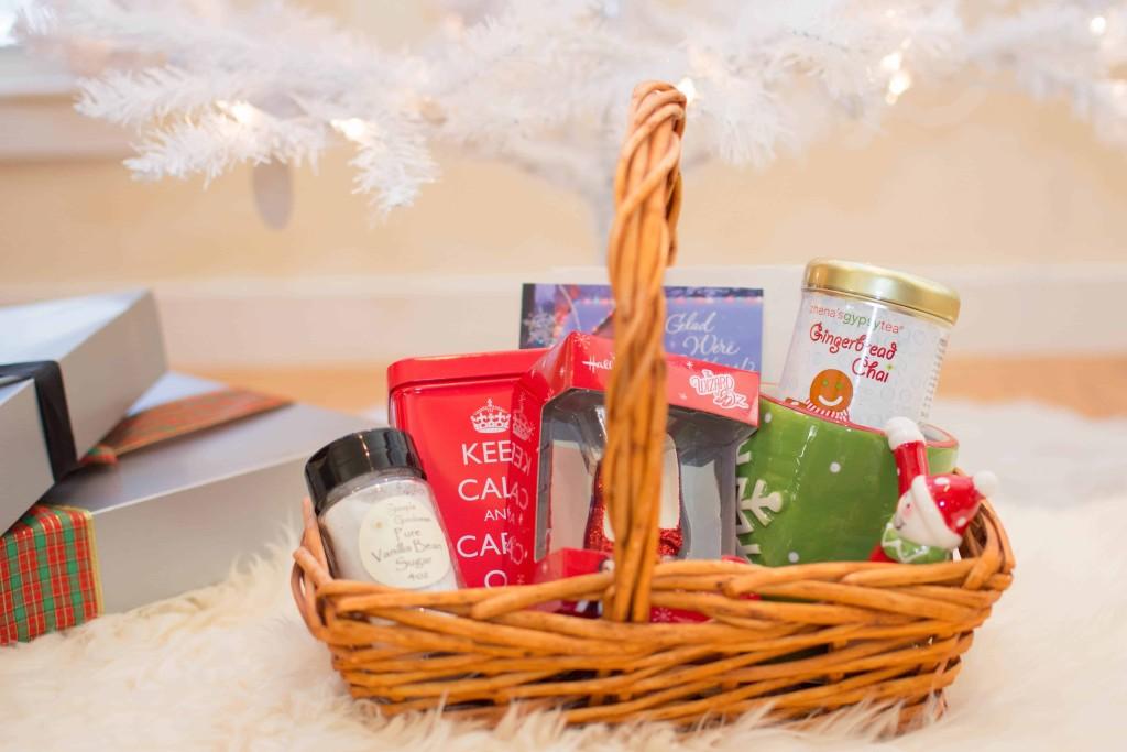 LovePlayingDressup-BestPeppermintWhiteHotChocolate-HolidayDrink-Hallmark-Cards-Blogger-HolidayInspiration-WhiteChristmasTree-NehaGandhi-5