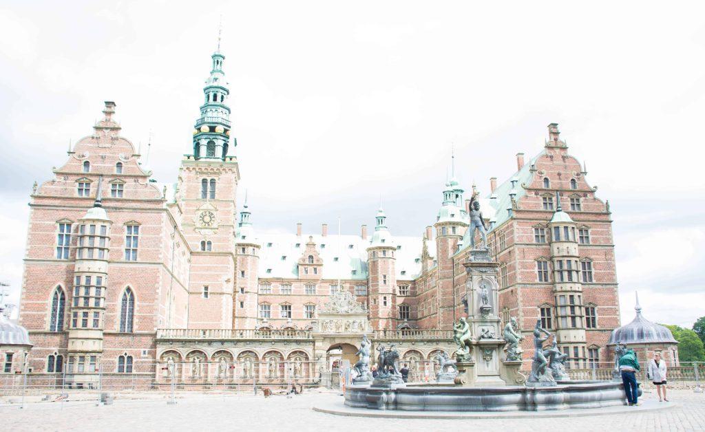 LovePlayingDressup-Travel-Copengahen-RosenborgCastle
