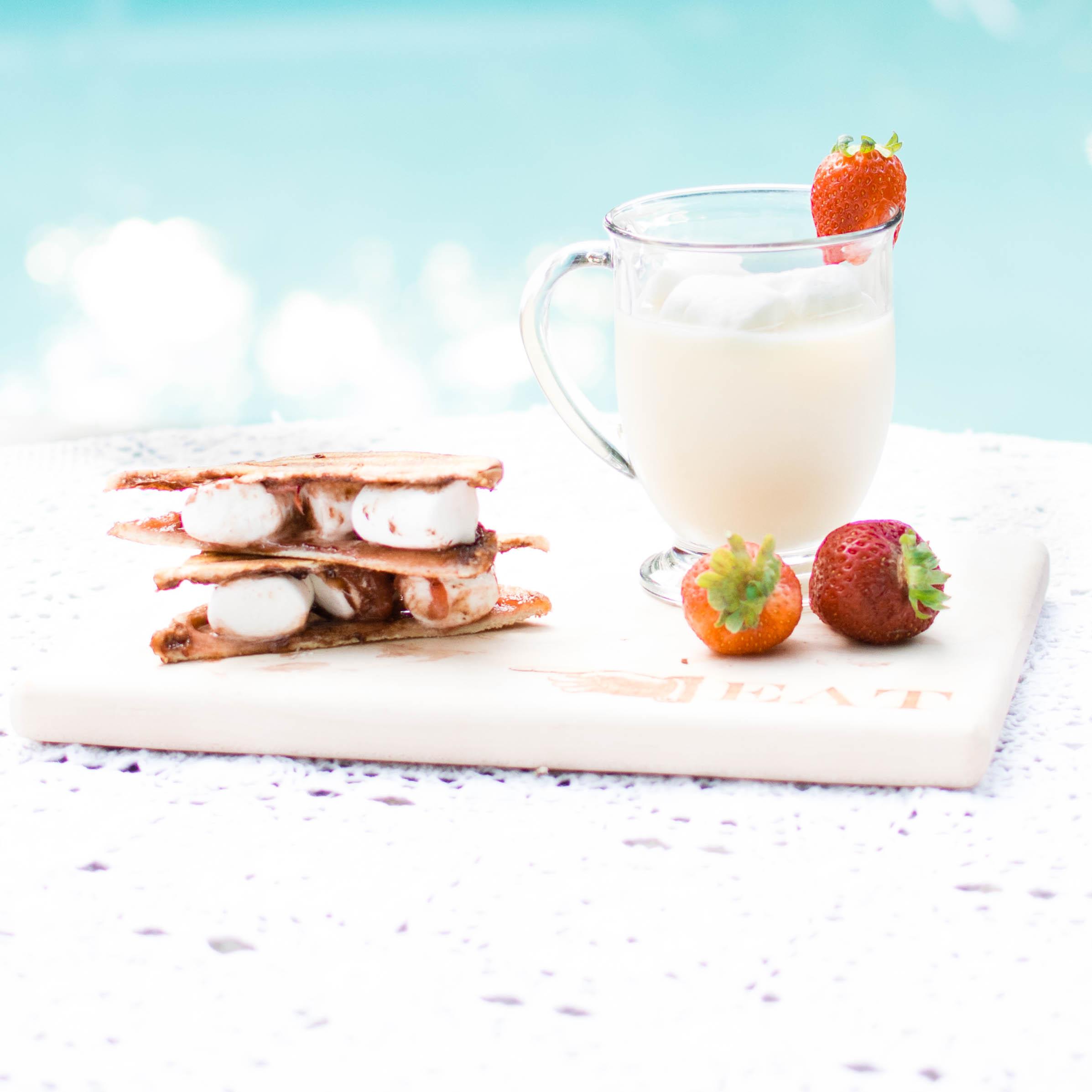nutella-marshmallows-strawberry-sandwich-loveplayingdressuprecipe