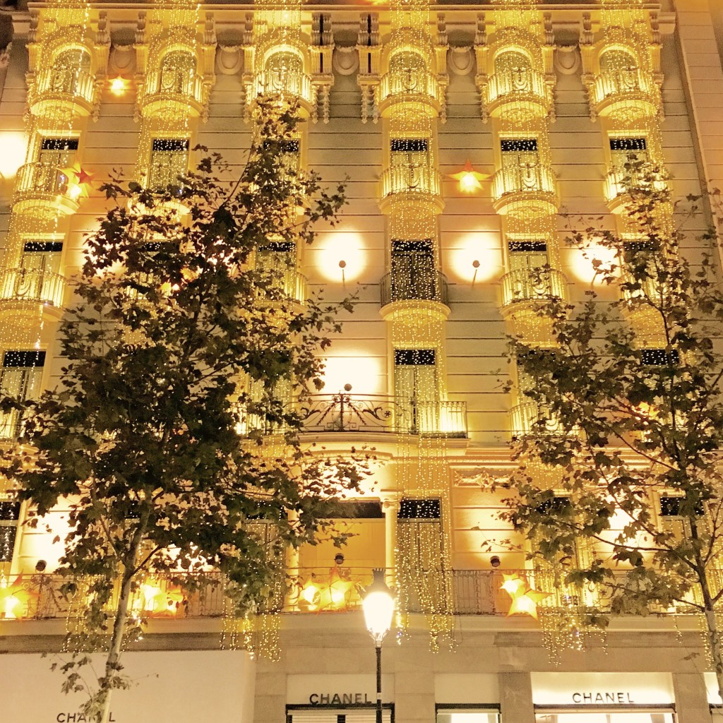 Barcelona-ChristmasLights-LovePlayingDressup
