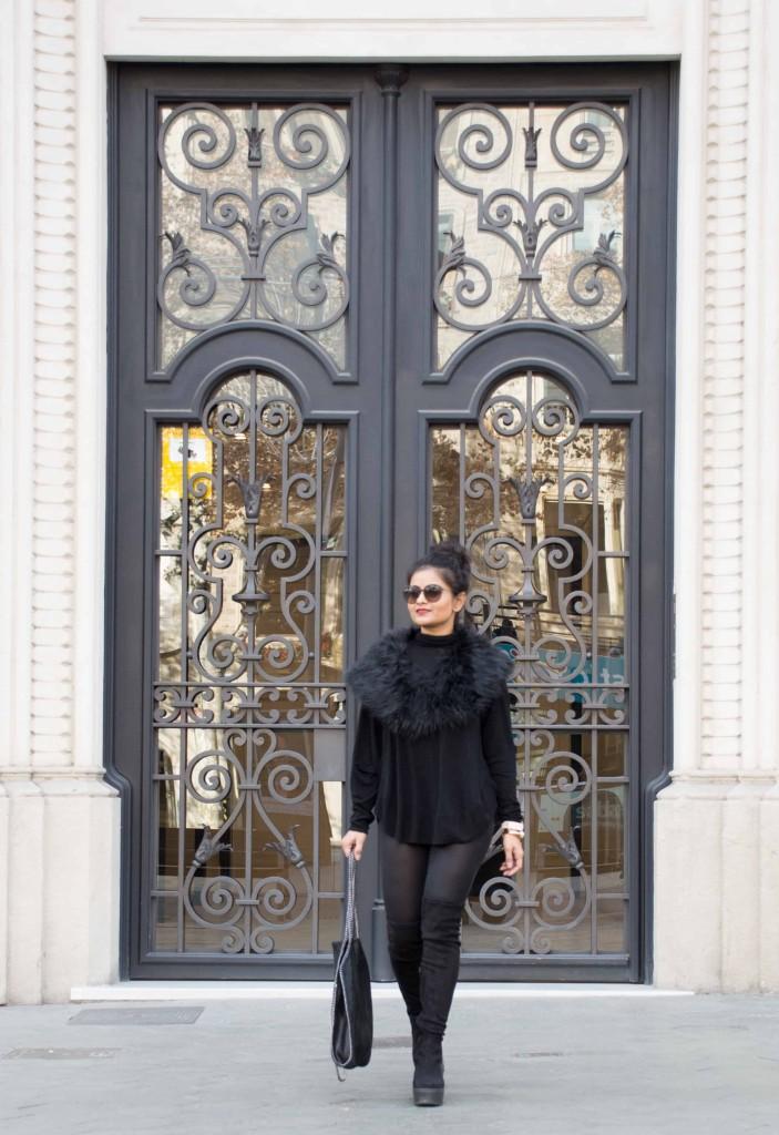 LovePlayingDressup-barcelona-AllBlack-OOTD-FauxFurCollar-Petite-Blogger-StreetStyle-2